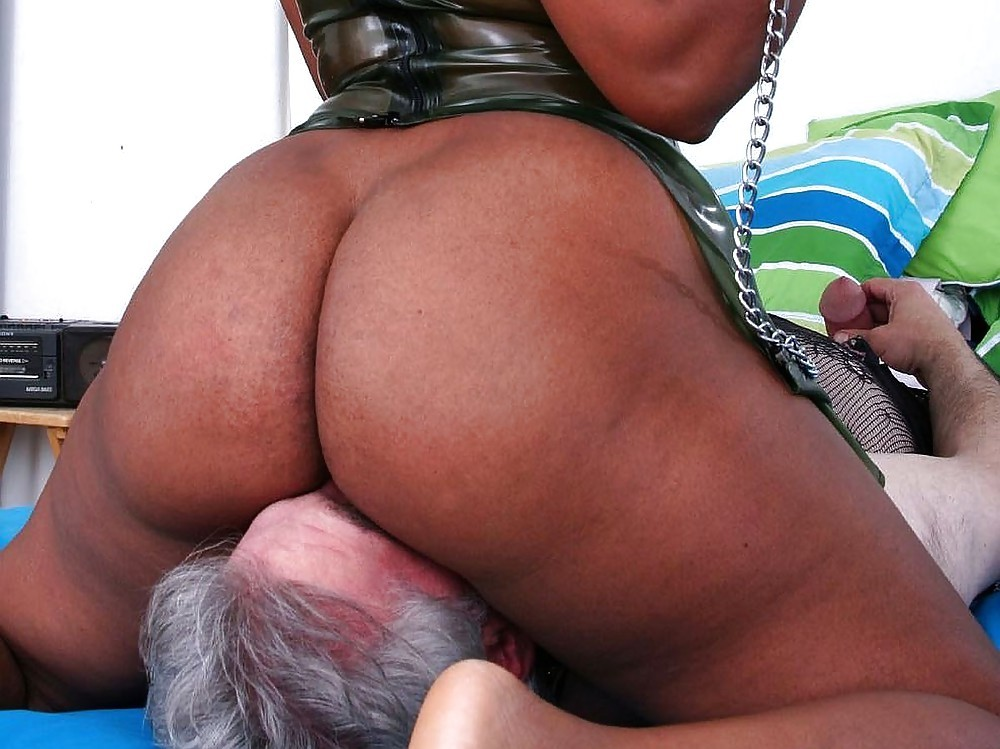 bbw-facesitting-11