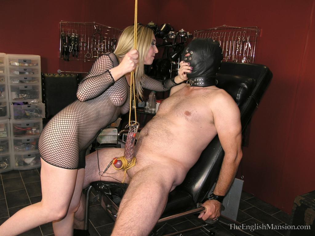 2 mistresses 2 slaves 2 whips - 5 2