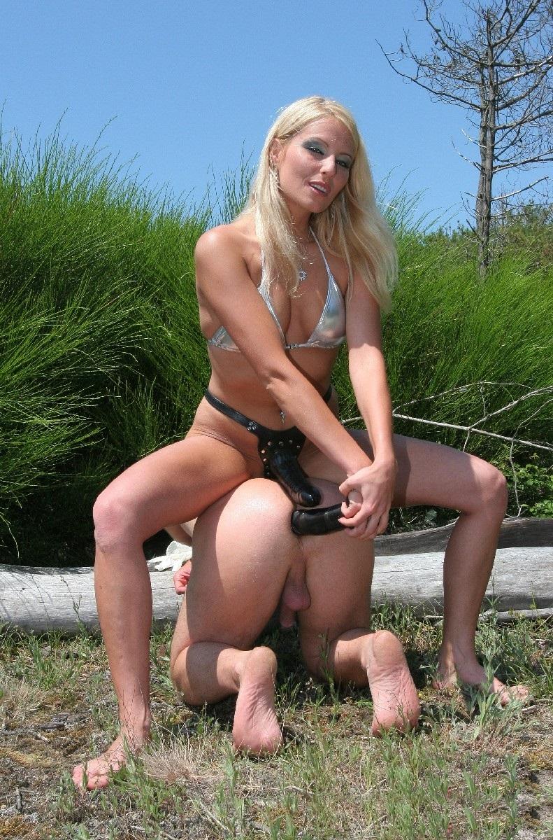 femdom-outdoors-24