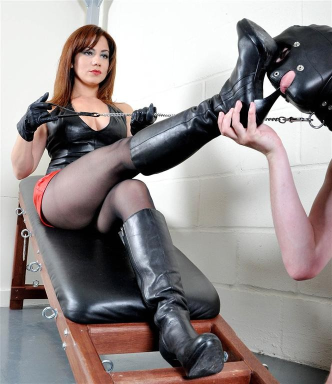 Domina ass fisting slave - 3 part 9