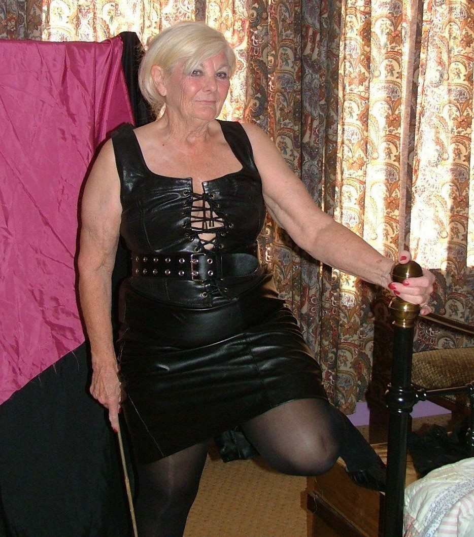 mature-dominatrix-2-13