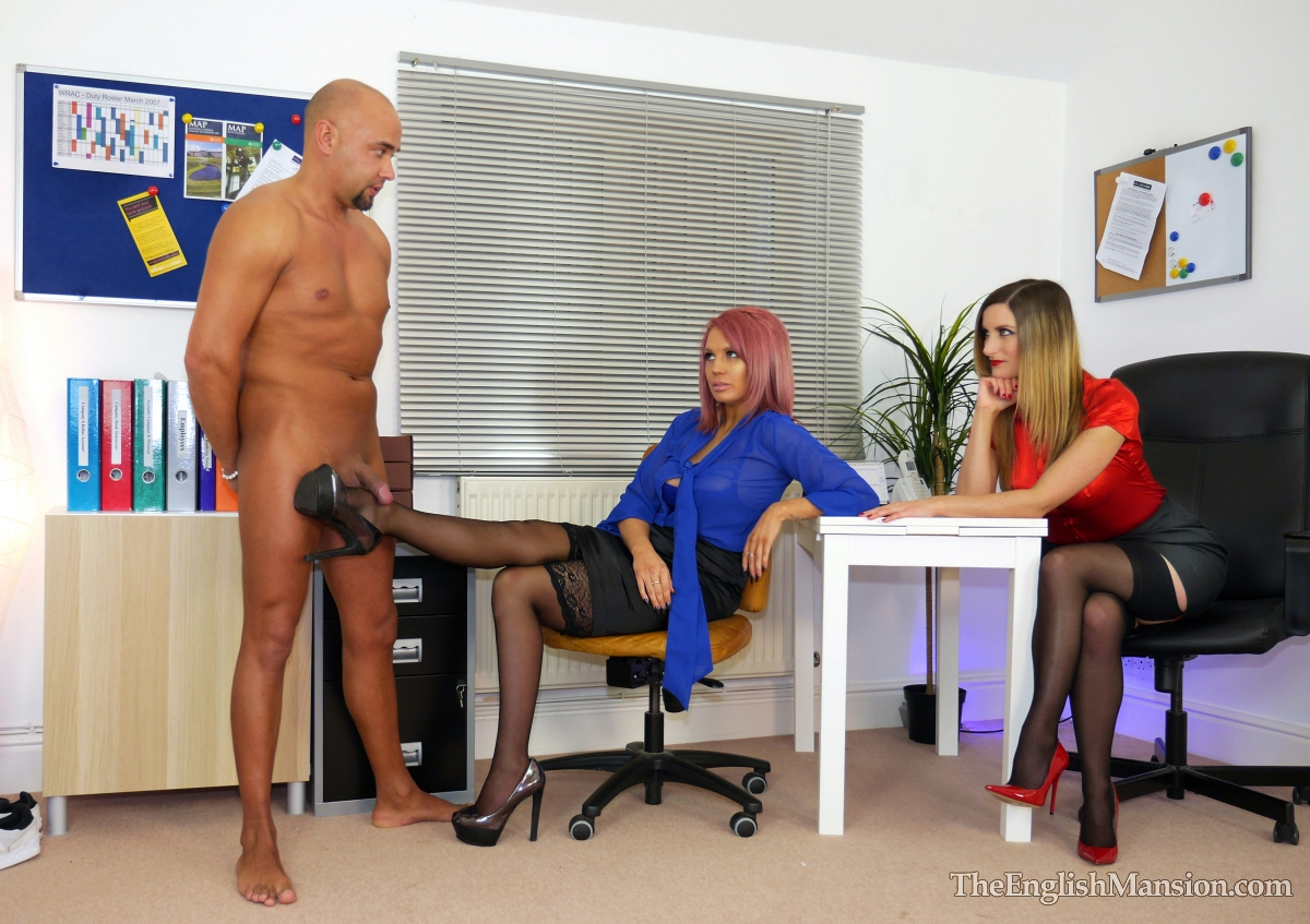Office-lady-bosses-strapon-03