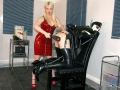 Rubber-TV_Maid-milking-machine-09