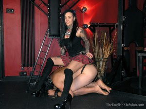 young-tattooed-dominatrix-04