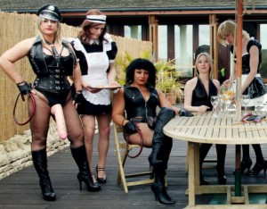 mistress-slave-party-outdoors-1