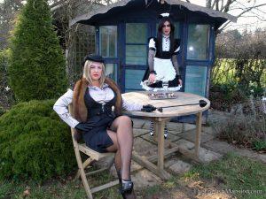 english-garden-tv-spanking-02